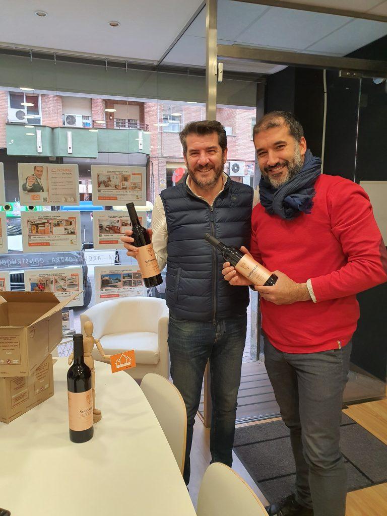 Entrega realizada esta mañana por Ismael Amor a Rubén Rocamora de Promaine San Antón.